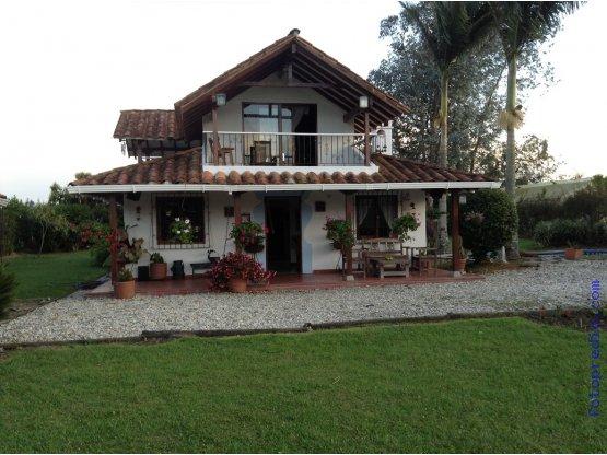 Doomos casa finca hermosa rionegro antioquia for Casas en la finca