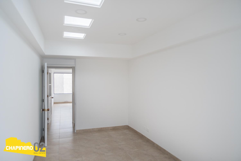 Oficina Arriendo :: 28 m² :: La Cabrera ::  $2M