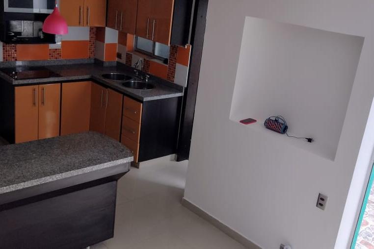 Casa de 4 habitaciones en conjunto cerrado al norte de Armenia – Código 508943