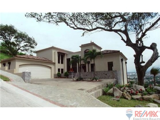 Luxury home in Escazu with Panoramic views