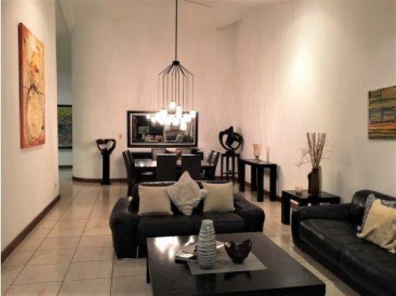Prestigiosa zona residencial, Los Laureles
