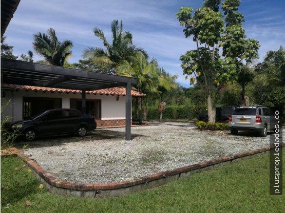 Venta de Casa frente al Club Llanogrande Rionegro