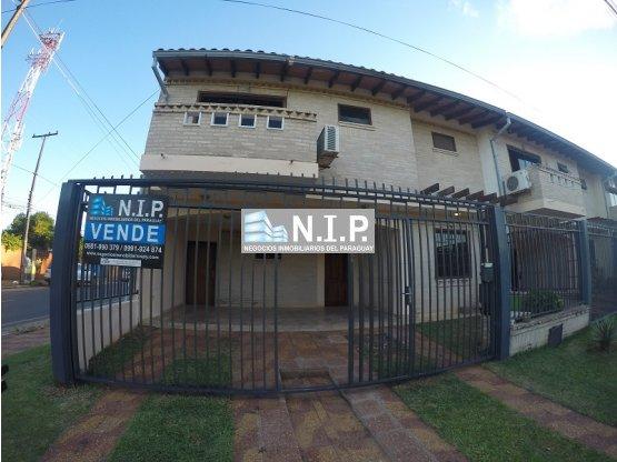 VENDO HERMOSO DUPLEX EN FNDO ZONA NORTE