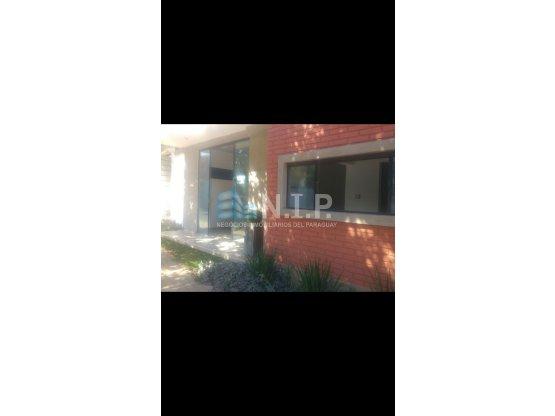 ALQUILO LOCAL A 1/2 CUADRA DE MEDICOS DEL CHACO