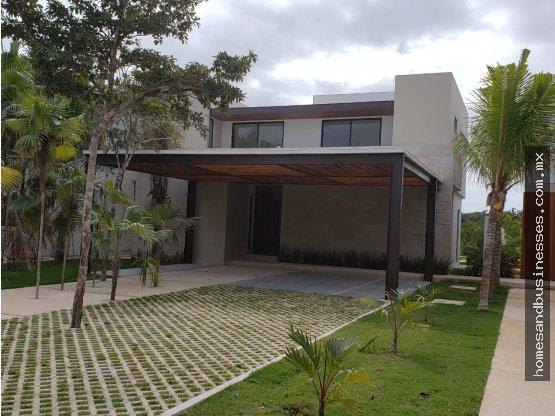 Casa en venta, vista al lago, Lagos Del Sol Cancun