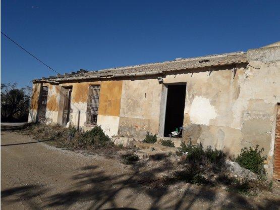 CASA CON TERRENO A 7 KM DEL MAR-  DOLORES