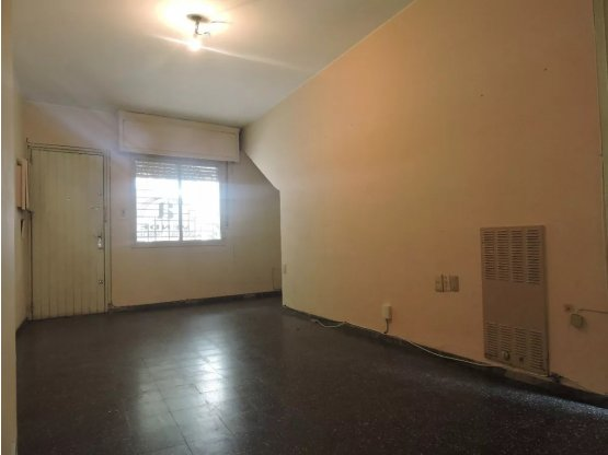 AGUADA, un dorm., tipo casa con patio, U$S 80.000