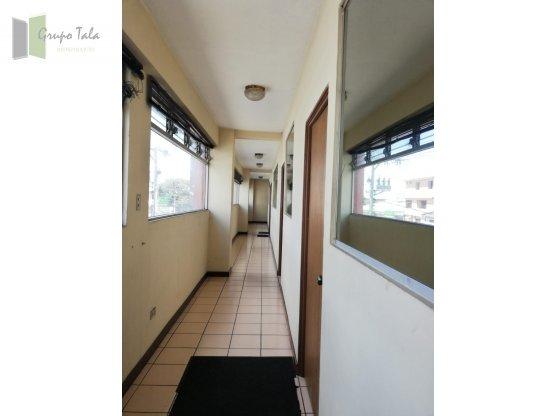 Propiedad de oficinas y bodega zona 7 - Renta