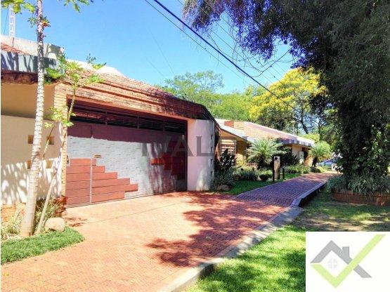 RESIDENCIA de 1.875 mts2, Zona Pinedo Shopping -