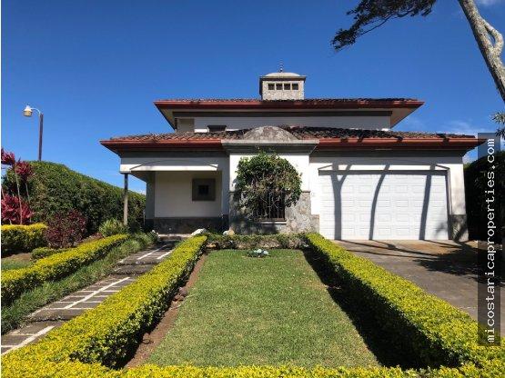 Casa en Lomas Zurquí