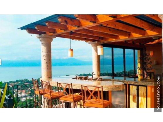 residencia de lujo en la montaña con vista al lago