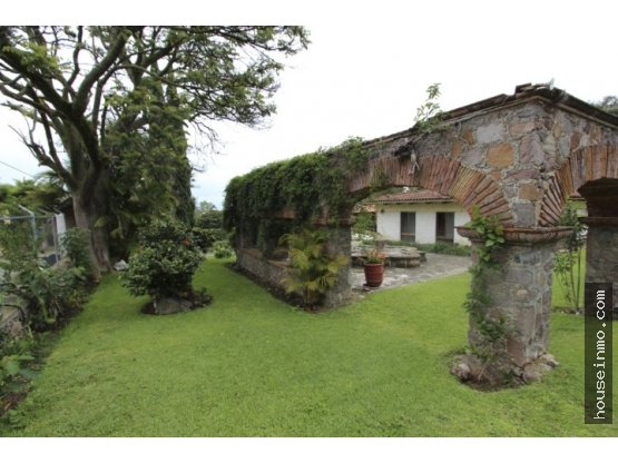 Terreno en Venta, 3 Casitas incluidas, Inversion