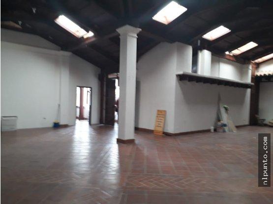 RENTA DE LOCAL EN SEGUNDO NIVEL CENTRO COMERCIAL.
