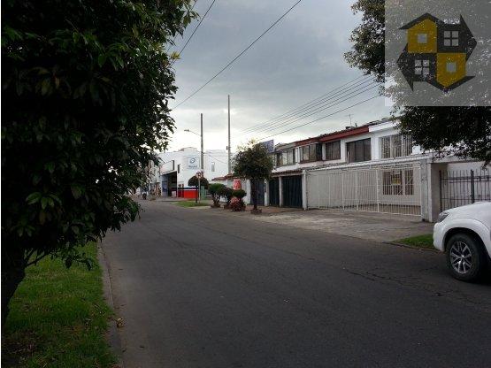 RENTO CASA COMERCIAL EN MORATO 245 m2