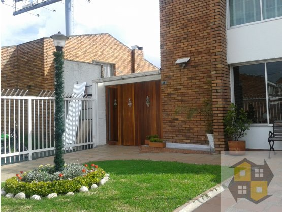 VENDO CASA NIZA CON APTO. INDEPENDIENTE