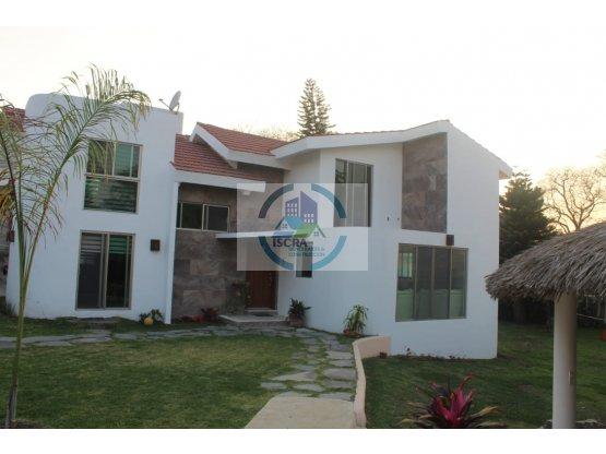 Casa con amplio jardin Lomas de cocoyoc