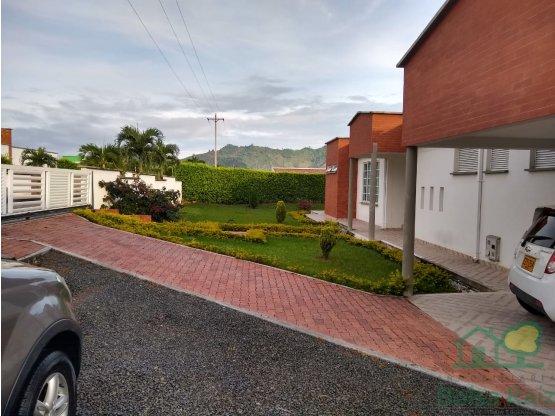 Vende Excelente casa campestre en Combia Pereira