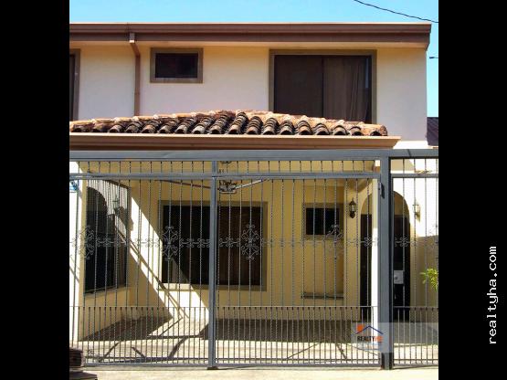 CASA EN ESCAZÚ, GUACHIPELIN  (LP1)
