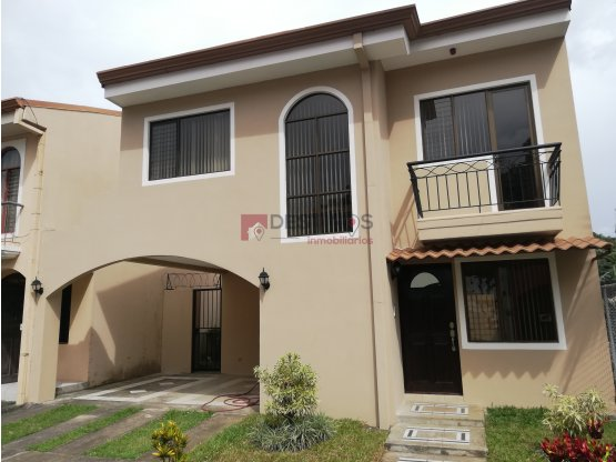 Casa en Santo Domingo -Heredia