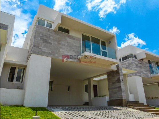 Se vende Condominio en Escazú
