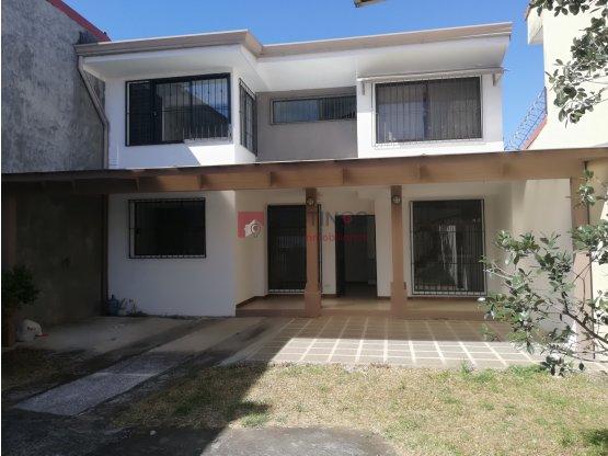 Alquiler de casa en Santo Domingo de Heredia.