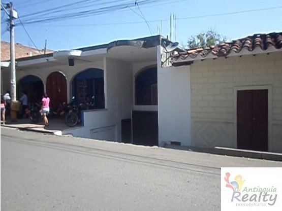 LOCAL COMERCIAL SANTA FE DE ANTIOQUIA