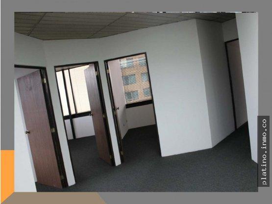 Renta oficina Murano Center z 10