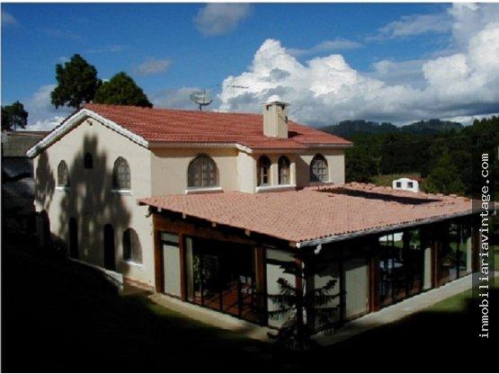 VENTA-Casa amplia en residencial C/a Chimaltenango