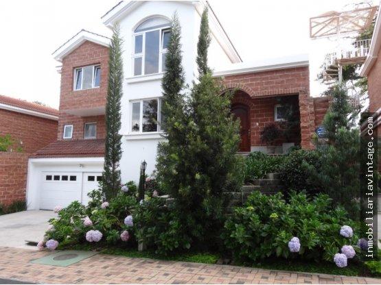 Hermosa casa en venta sector exclusivo zona 16