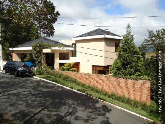 Venta Hermosa casa en residencial km. 16 CES