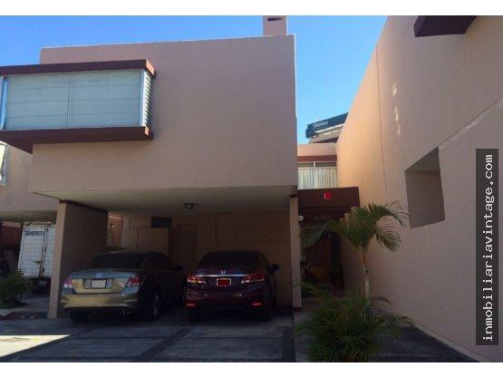 En Venta // Renta Linda casa en condominio zona 10