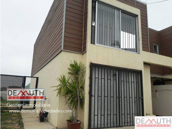 Casa esquina estilo mediterranea, de 2 pisos