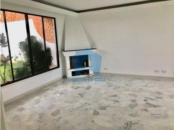 Casa 3 Pisos, 4 habs, patio y terraza, Pináres