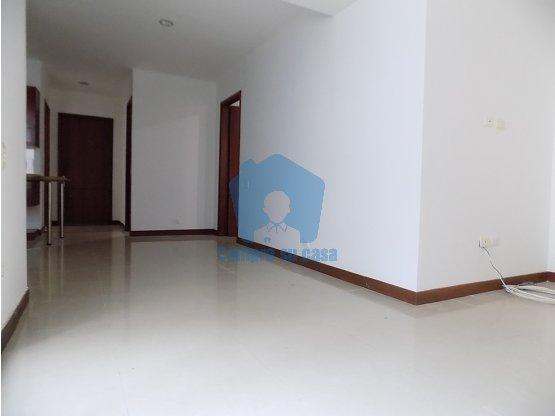 Apartamento 2 alcobas, patio interior, Pináres