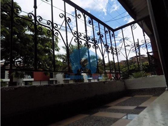 Casa duplex, 3 alcobas, balcón, patio, V. Prado