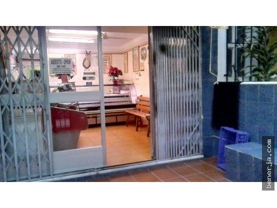 Local y apartamento en venta, Nerja