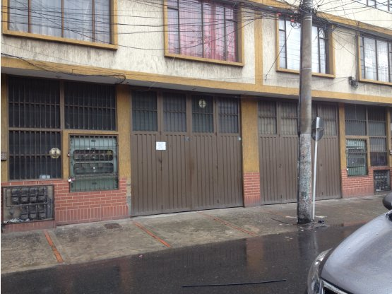 Bodega en Arriendo en Bogotá D.C.. 4 habitaciones, 282 m2, 360 m2