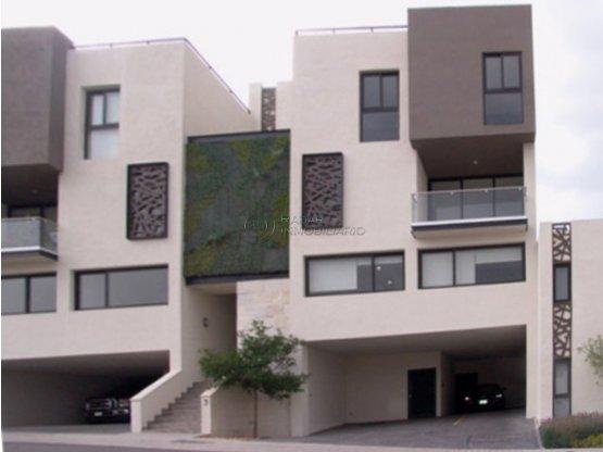 TOWN HOUSE EN VENTA ZIBATA