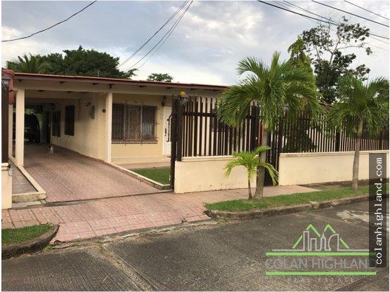 Se vende casa en Las Cumbres, Villas Campestres.