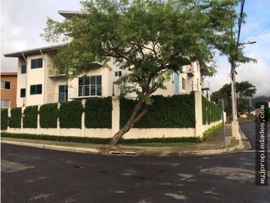 Apartamento en tercer piso Santa Ana Centro