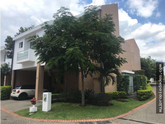 Venta de Hermosa casa en condominio Santa Ana