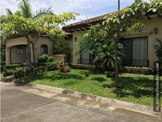 Casa de 1 planta en condominio Santa Ana Lindora