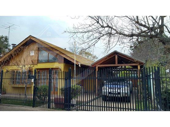 Amplia casa en Los Manzanos