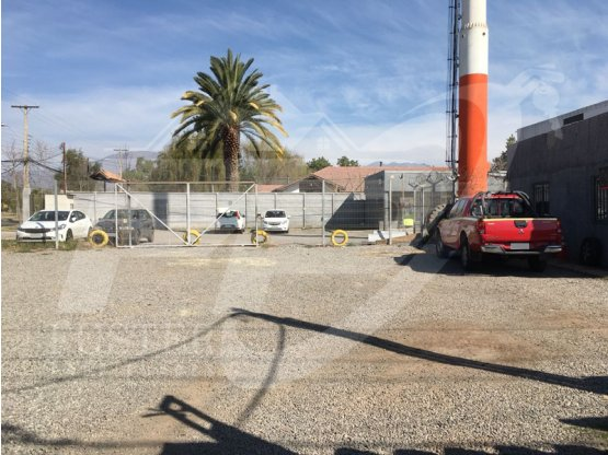 Local con 3 oficinas y bodega sector Los Villares