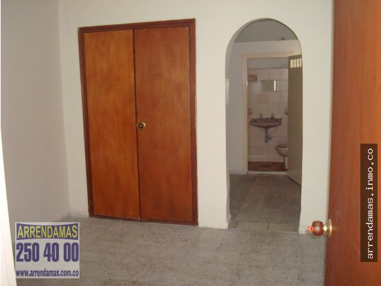 CASA-LOCAL PARA ARRIENDO-LAURELES