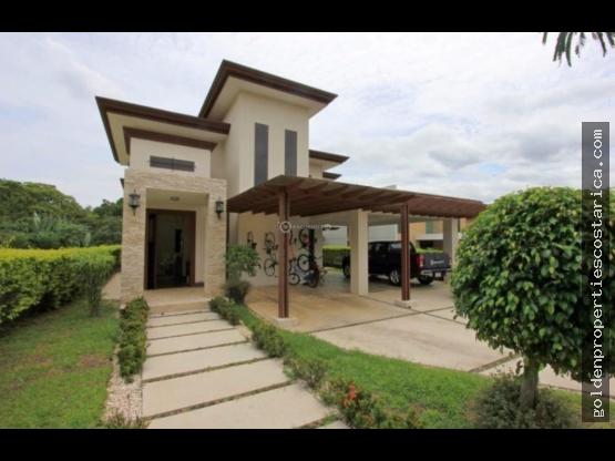 Se Vende Preciosa Casa en La Guácima