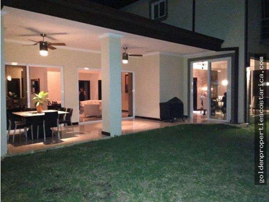 Se vende casa en San Jose Santa Ana Costa Rica