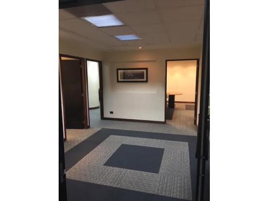Oficina Amueblada Renta en Céntrica Plaza z 10