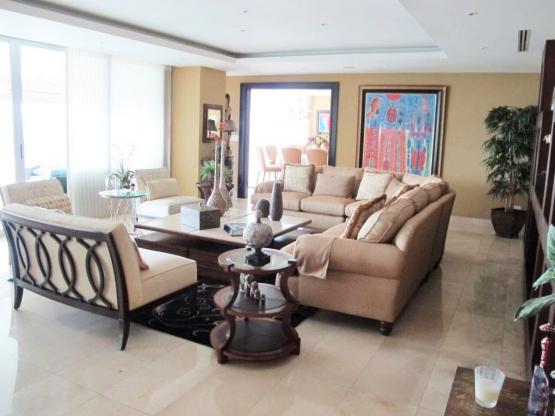 Apartamento en P.H. Arboleda - Altos del Golf