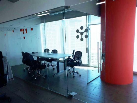 Amplia Oficina en Oceanía Business Plaza